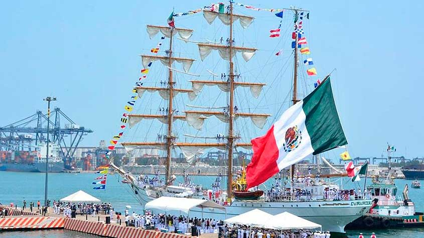 AMLO busca revocar de la concesión de la empresa que controla el puerto de Veracruz