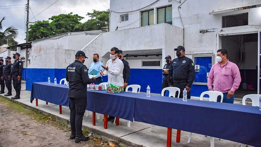 Reconocen con ceremonia a elementos de la Policía Municipal